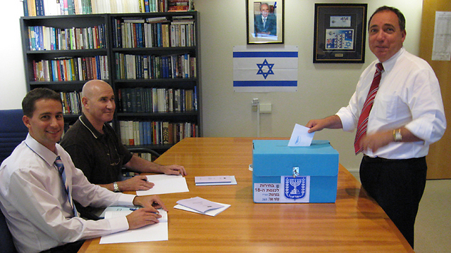 Yuval Rotem (R) when he was still ambassador to Australia