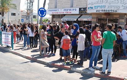 תושבי שפרעם ממתינים להכרעת הדין (צילום: מוחמד שינאווי) (צילום: מוחמד שינאווי)