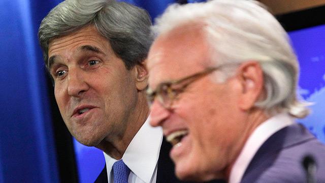 """השגריר והמזכיר. """"מאוד נרגש מהמשימה"""" (צילום: רויטרס) (צילום: רויטרס)"""