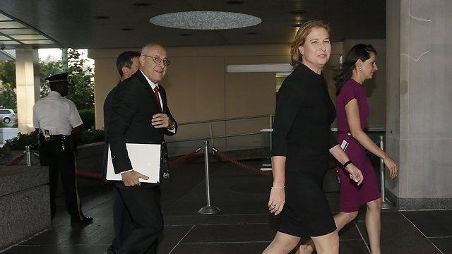 ציפי לבני מגיעה לבניין מחלקת המדינה (צילום: AP) (צילום: AP)