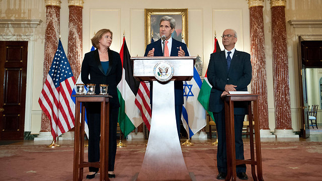 Livni, Kerry and Erekat (Photo: AFP)