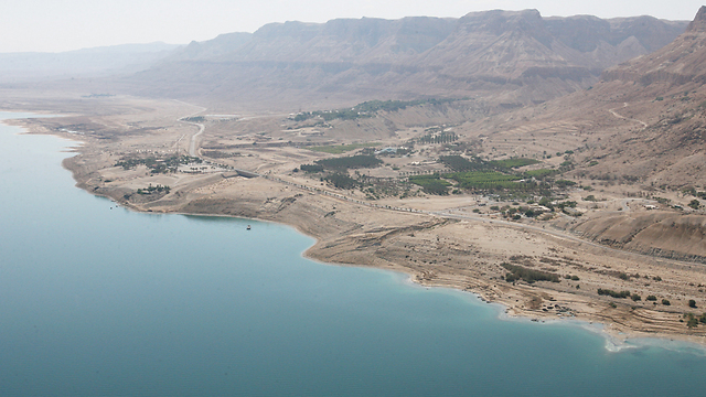 ים המלח. המפלס צונח ביותר ממטר מדי שנה (צילום: תומריקו) (צילום: תומריקו)