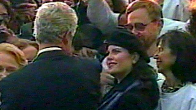מוניקה לווינסקי וביל קלינטון בימי נשיאותו (צילום: AP) (צילום: AP)