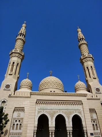 ויש גם עיר עתיקה ומבנים פחות חדישים. המסגד הראשי בדובאי (צילום: יוסי פישר)