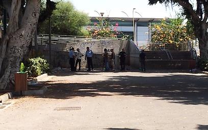 Police arrive at scene (Photo: Eli Senyor) (Photo: Eli Senyor)