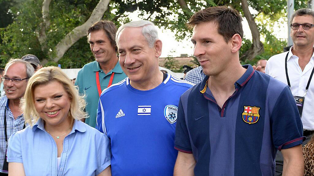 Prime Minister Benjamin Netanyahu, center, with Lionel Messi, right, 2013.