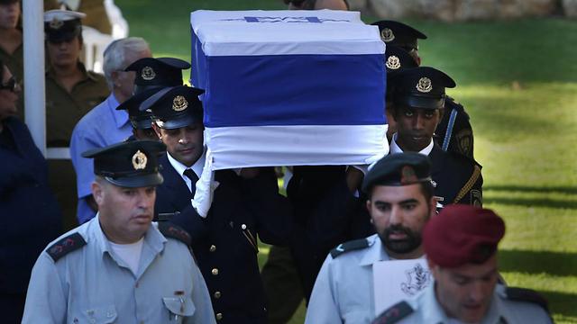 """הלווייתו של יצחק ברמן, היום בהר הרצל      (צילום: אלכס קולומויסקי """"ידיעות אחרונות"""") (צילום: אלכס קולומויסקי"""