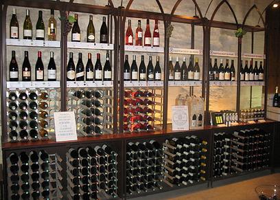 אין כמו היין הצרפתי. מרתף יינות באביניון (צילום: שחר חי) (צילום: שחר חי)