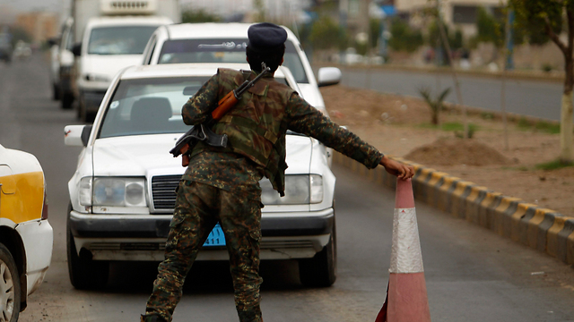 Roadblock in Sana'a (Photo: Reuters)