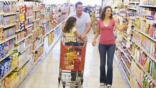 1 חמאה, 2 חלב, 3 חבילות מאיביי. כבר היום אפשר לאסוף חבילות בסופרמרקט. בעתיד אפשר יהיה לבחור לאסוף את החבילה מסופרמרקט (צילום: shutterstock) (צילום: shutterstock)