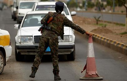 Tensions high amid threats. Yemen road-block (Photo: Reuters)