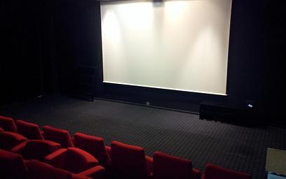 הפעילויות מתקיימות במתחם הקולנוע. מקאן אריקסון (חיים יפרח) (חיים יפרח)