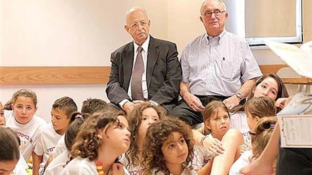 """המייסדים, עורכי הדין חנינא ברנדס וגד נשיץ. גם הנכדים שלהם בקייטנה (באדיבות משרד עו""""ד נשיץ ברנדס ) (באדיבות משרד עו"""