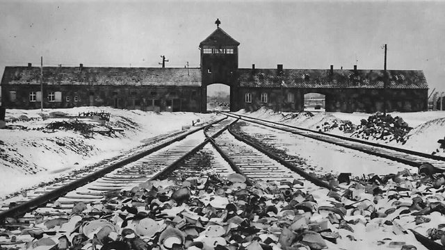 The members of the delegation are to march from Auschwitz to Birkenau (Photo: EPA) (Photo: EPA)
