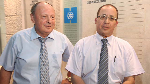 Dr.Yuval Weiss (R) and Dr. Tzvika Berkowitz (L) (Photo: Gil Yohanan)