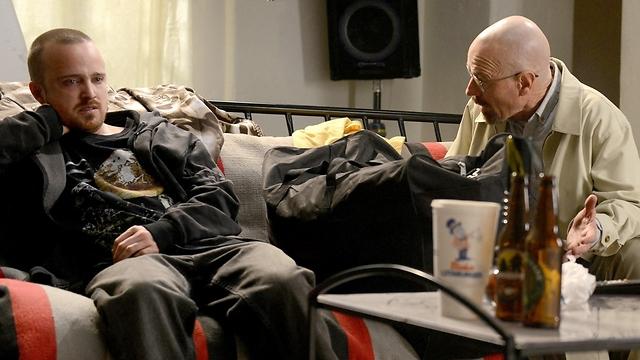 קרנסטון ופול בסדרה (צילום: Ursula Coyote/AMC) (צילום: Ursula Coyote/AMC)