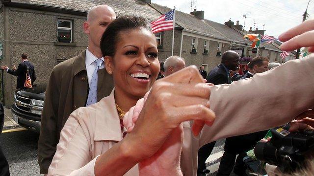 נהנית מהנסיעות של בעלה. מישל אובמה בדבלין (צילום: MCT)