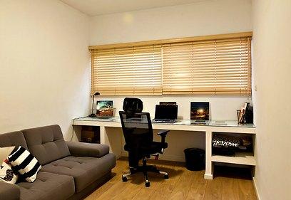 חדר העבודה אורגן ועוצב מחדש כדי לאפשר נוחות (צילום: אלכסנדרו סורל) (צילום: אלכסנדרו סורל)