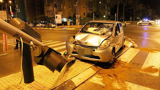 איבד שליטה ופגע בארבע נשים. זירת התאונה (צילום: עידו ארז) (צילום: עידו ארז)