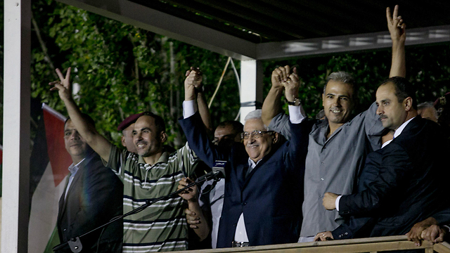 Palestinian President Abbas greets Palestinians released from Israeli prisons as part of an Israeli gesture in August 2013  (Photo: Ohad Zwigenberg)