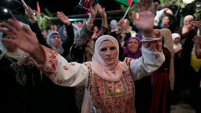 Palestinians celeberate prisoner release (Photo: Ohad Zwigenberg)