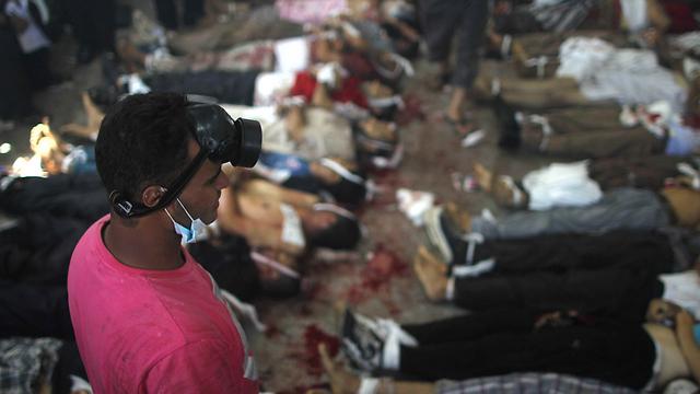 גופות לאחר פינוי מתחם ראבעה אל עדאוויה (צילום: AFP) (צילום: AFP)