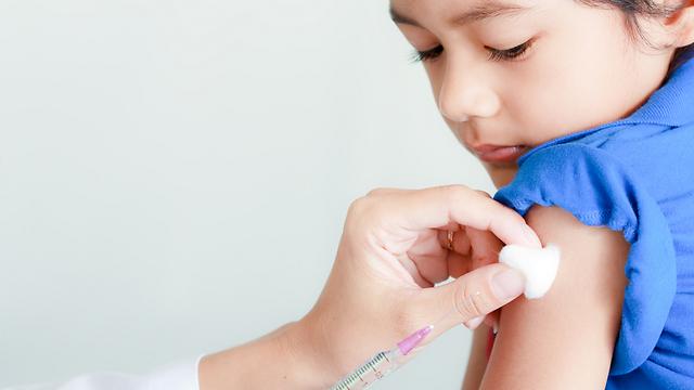 חיסון נגד שפעת. מפחית את הסיכון ללקות בשפעת ב־3.6% מעל גיל שנתיים (צילום: Shutterstock)