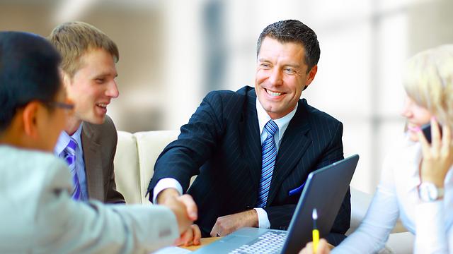 חדשו קשרים עם לקוחות (צילום: shutterstock) (צילום: shutterstock)