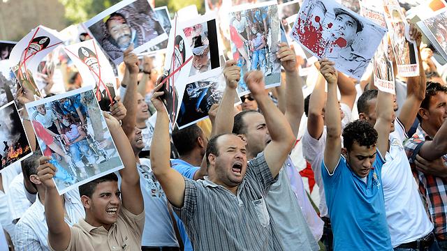 תומכי מורסי במילאנו, איטליה (צילום: AP) (צילום: AP)