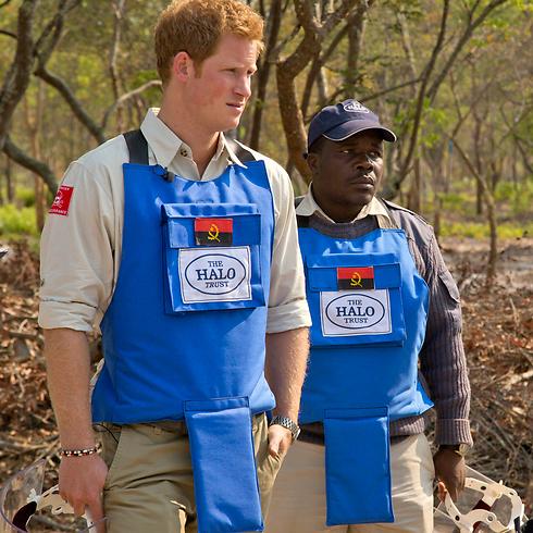 פינה מוקשים באנגולה (צילום: EPA) (צילום: EPA)