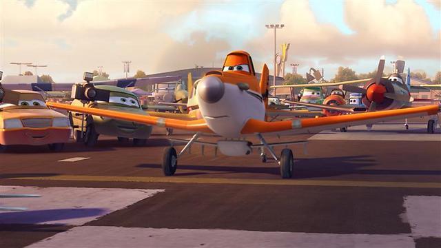 """למקומות, היכון, עוף! """"מטוסים"""" ()"""