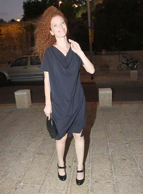 הילה פלדמן מתנופפת (צילום: ענת מוסברג)