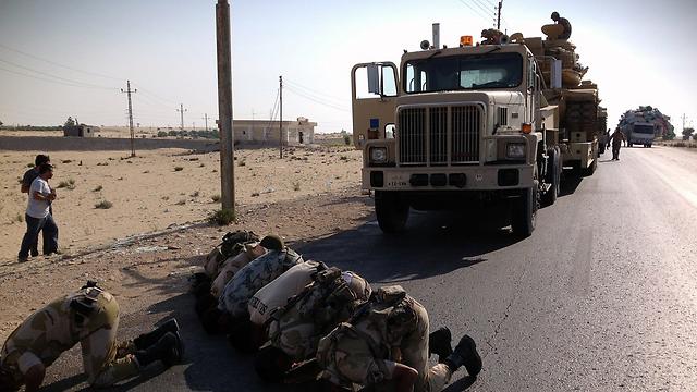 Egyptian forces pray in Sinai (Photo: AFP)