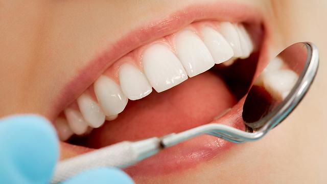 לשים לב למצב השיניים בפה. סימני אזהרה (צילום: shutterskock) (צילום: shutterskock)