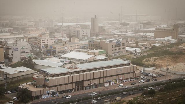 זיהום אוויר בצומת הצ'ק פוסט (צילום: אבישג שאר-ישוב) (צילום: אבישג שאר-ישוב)