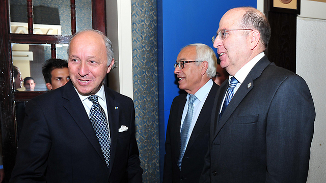French Foreign Minister Fabius (left) meets with Defense Minister Ya'alon (right) in Jerusalem (Photo: Ariel Hermoni, Defense Ministry)