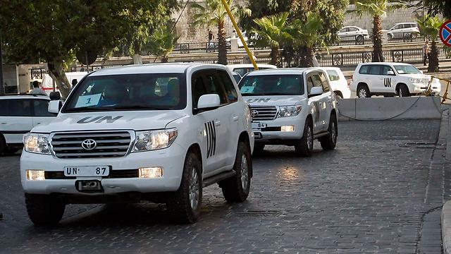 UN inspectors near site of gas attack (Photo: Reuters)