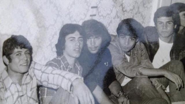 סילבן שלום בן ה-15 (שני משמאל) ()