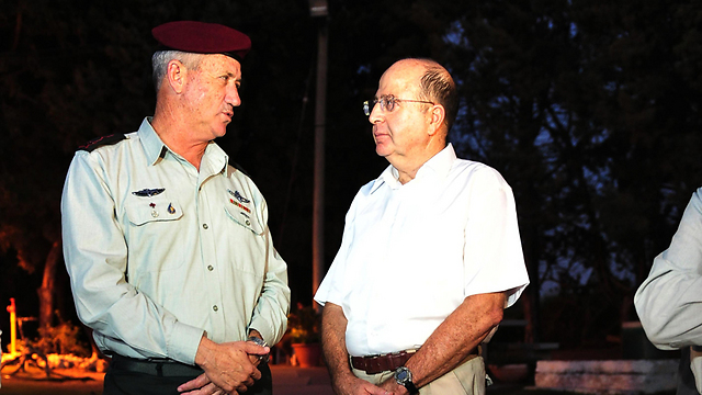 Gantz and Ya'alon (Photo: Ariel Hermoni)