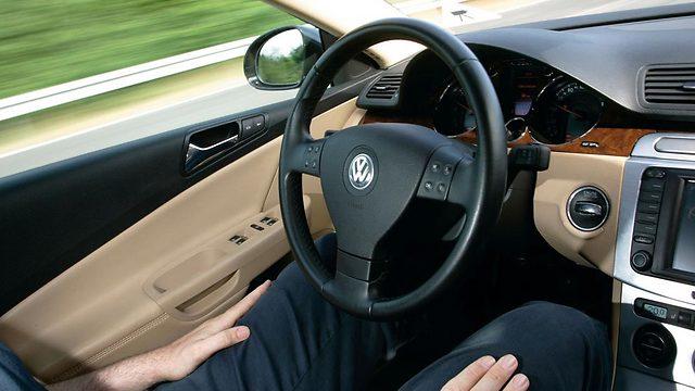 תורידו את הידיים מההגה - מכונית אוטונומית של פולקסווגן ()