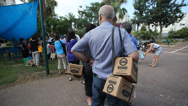 ערכות מגן. מסחור בעיקר ברשויות הערביות (צילום: ירון ברנר) (צילום: ירון ברנר)