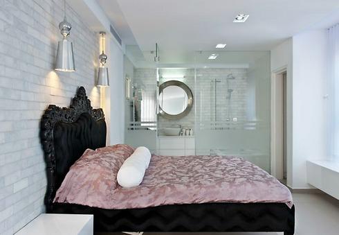 שימוש באותם גוונים וחומרים מהחלל הציבורי גם בחדרי השינה (צילום: עודד סמדר) (צילום: עודד סמדר)