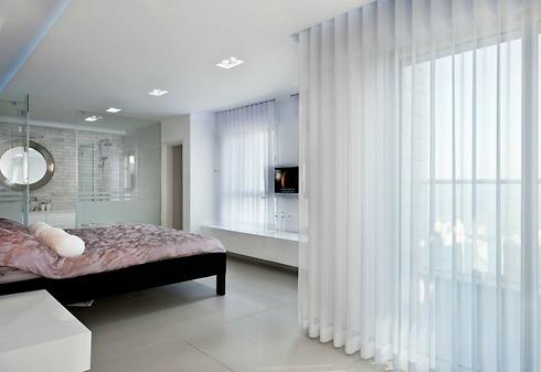 נוף פנורמי מחדר השינה המרווח (צילום: עודד סמדר) (צילום: עודד סמדר)