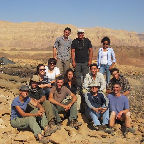 """צוות החפירה מאוניברסיטת ת""""א בתמנע (צילום: באדיבות אוניברסיטת ת""""א) (צילום: באדיבות אוניברסיטת ת"""