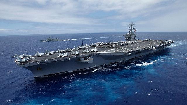 """""""בוחנים אופציות צבאיות"""". נושאת מטוסים אמריקנית בים האדום, ארכיון (צילום: רויטרס) (צילום: רויטרס)"""