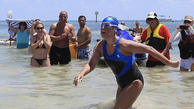 בקו הסיום. הגיעה לחוף ונזקקה לטיפול מיידי (צילום: רויטרס) (צילום: רויטרס)