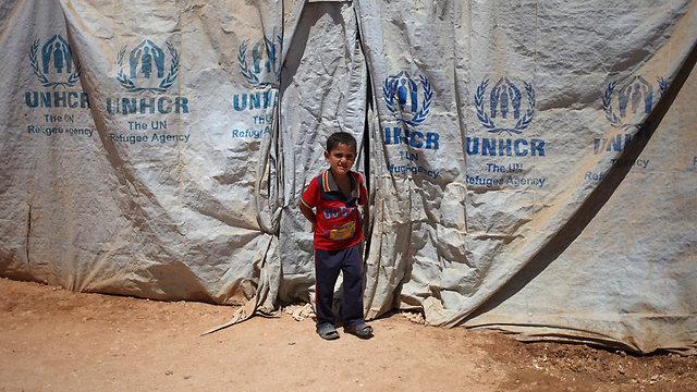 לבד במערכה. ילד סורי במחנה פליטים בירדן (צילום: AP) (צילום: AP)