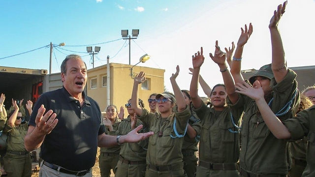 With IDF soldiers (Photo: Oren Nachshon)