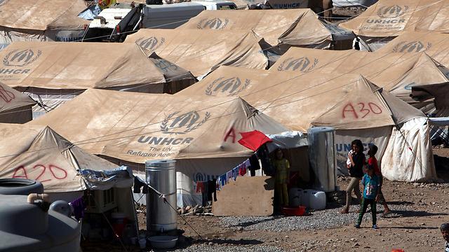 אוהלים על גבי אוהלים. מחנה פליטים סורים בעיר ארביל בעיראק (צילום: רויטרס) (צילום: רויטרס)