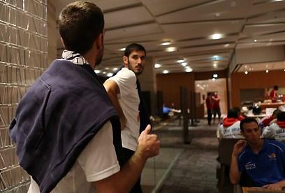 עומרי כספי במלון (צילום: ראובן שוורץ, סלובניה) (צילום: ראובן שוורץ, סלובניה)